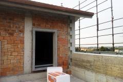 Meda - casa privata: dettaglio modanature facciata